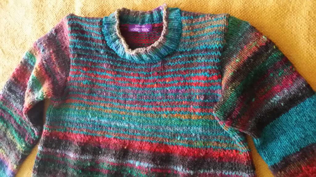 Teilansicht des Pullovers aus Noro Ito 3 von Noromaniac. Foto: Katrin Walter
