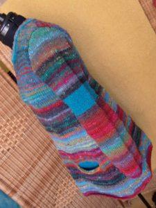 Linke des Pullovers aus dem Norogarn Noro Ito 3 von Noromaniac. Foto: Katrin Walter