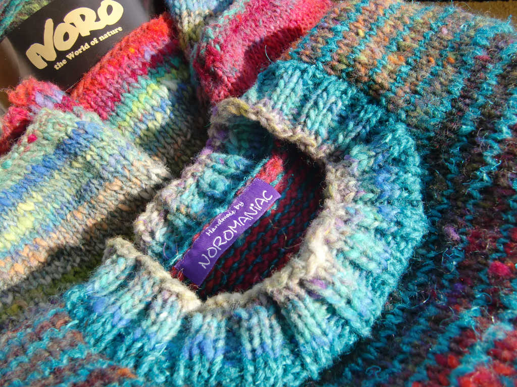 Noromaniac-Label im Pullover aus Noro Ito 3. Foto: Katrin Walter
