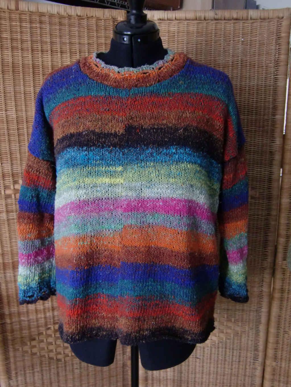 Vorn Noro Aya #28 Hyazinth Sweater von www,simplywalter.biz/Noromaniac – Foto: Katrin Walter