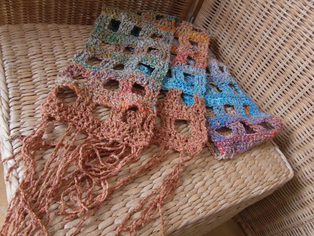 Schal komplett aus Noro Kibou #8 und Rowan Summer Tweed Farbe Mango. Foto Katrin Walter (Noromaniac)