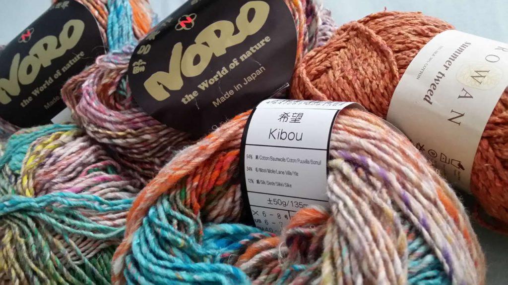 Das Ausgangsmaterial Noro Kibou #8 und Rowan Summer Tweed 542 Mango. Foto: Katrin Walter - Noromaniac
