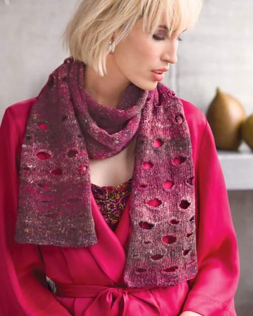 Pinkfarbener Schal aus dem Norogarn Kiri 05 mit Löchern. Design Andrea Babb. Illustration der Noroyarn-Seite bei Noromaniac