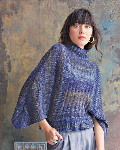 Blauer Pullover mit Flügelärmeln aus dem Norogarn Kiri 07. Laura Zukaite. Illustration der Noroyarn-Seite bei Noromaniac