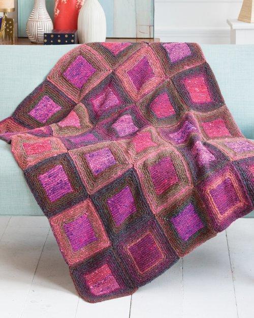 Decke designed von Irina Poludnenko aus NORO Kagayaki #3 und #5. Foto: Noro Magazine. Noromaniac