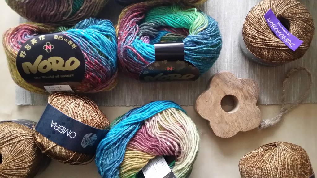 Ausgangsmaterial für die japanische Clubjacke aus Noro Silk Garden Lite 2082 und Lana Grossa Ombra. Foto: Katrin Walter - Noromaniac