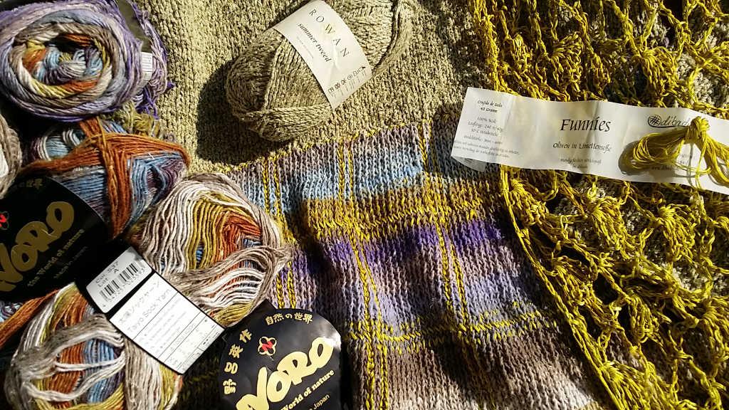 Banderolen der eingesetzten Garne für das Princess of Noro Gold Check-Strickkleid von Noromaniac. Foto: Katrin Walter