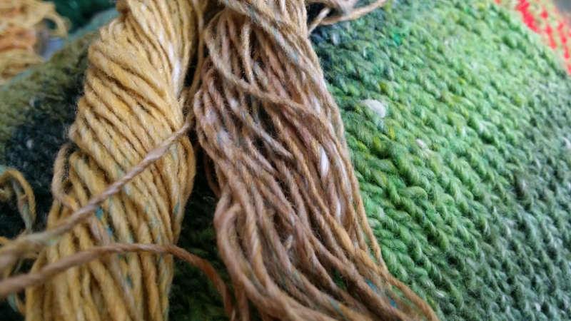 Das Aupoppen von Offwhite im Garn Nro Geshi für einen natürlichen Look des wundervollen Garns von Noro. Foto: Katrin Walter - Noromaniac