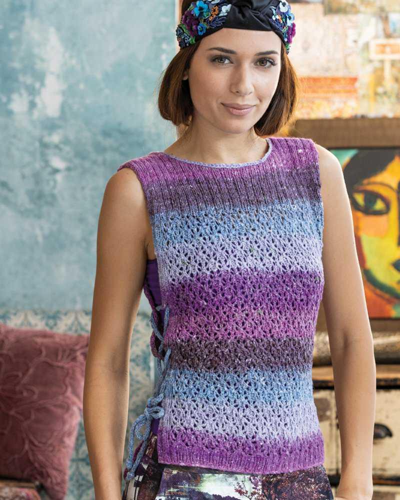 Lace Vest von Joan Forgione gestrickt aus dem fliederfarbenen Garn Noro Geshi #10. Foto: Noro Knitting Magazin - Noromaniac