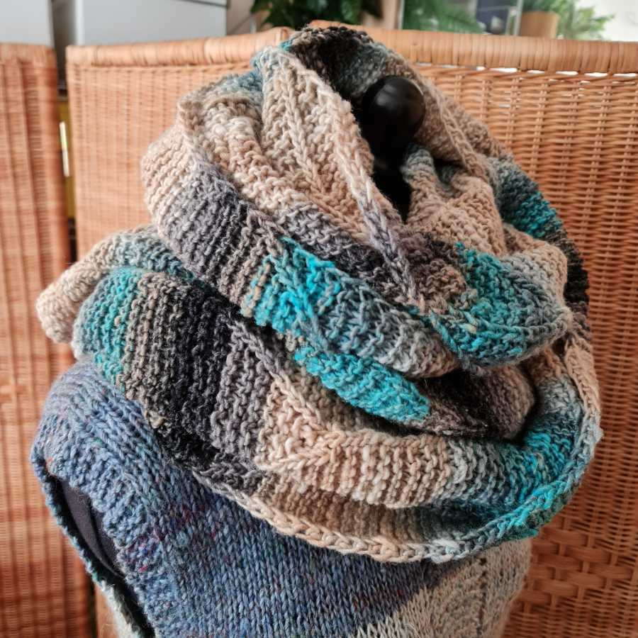 You can also wear this knitted stole as a scarf made of Noro Shiro, wrapped twice around your neck. Photo: Katrin Walter - Noromaniac