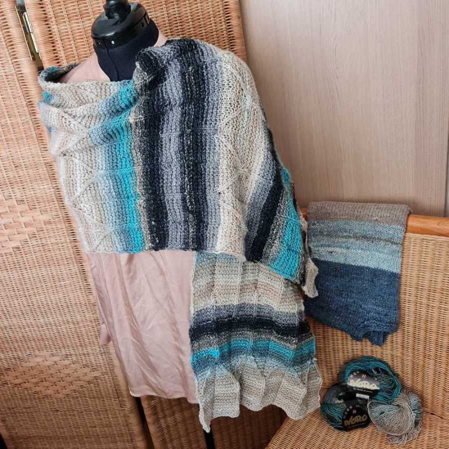This wide scarf made of Noro Shiro in beige, black, gray and turquoise goes especially well with my vest made of Noro Haunui, Noro Tennen and Noro Madara also in beige-gray. Photo: Katrin Walter - Noromaniac