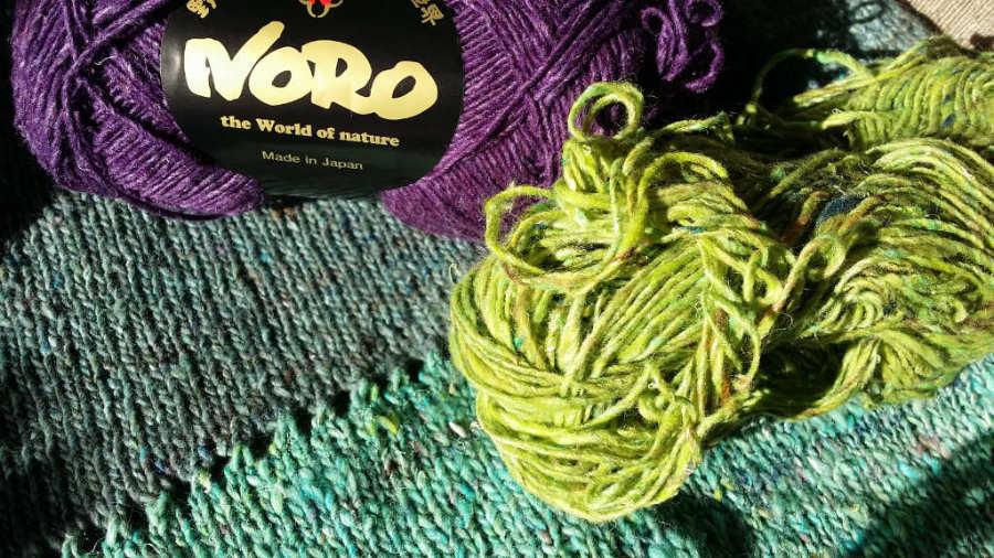 Die herrlichen Farben des Wolle-Seide-Gemischs Noro Silk Garden Sock solo in den Farben #60, #33, #31 und #28. Foto: Noromaniac - Katrin Walter