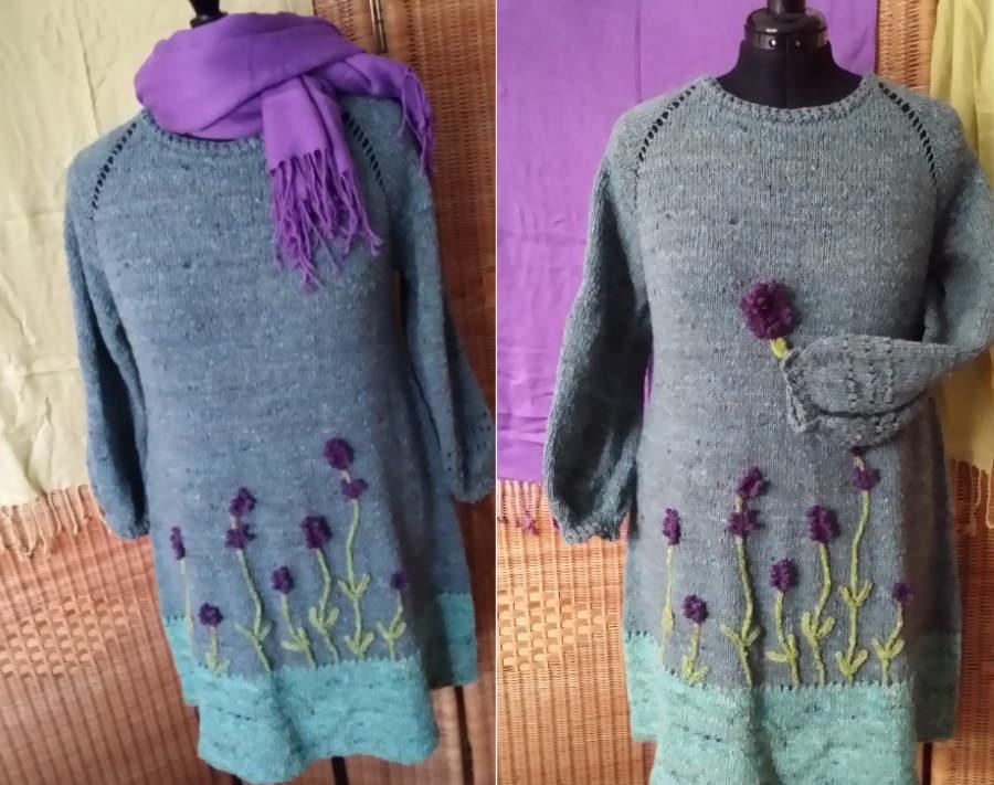 Raglan von oben oder kurz RVO als Strickkleid mit aufgenähten Lavendelblüten aus vier Farben der Noro Silk Garden Sock solo. Foto: Noromaniac - Katrin Walter