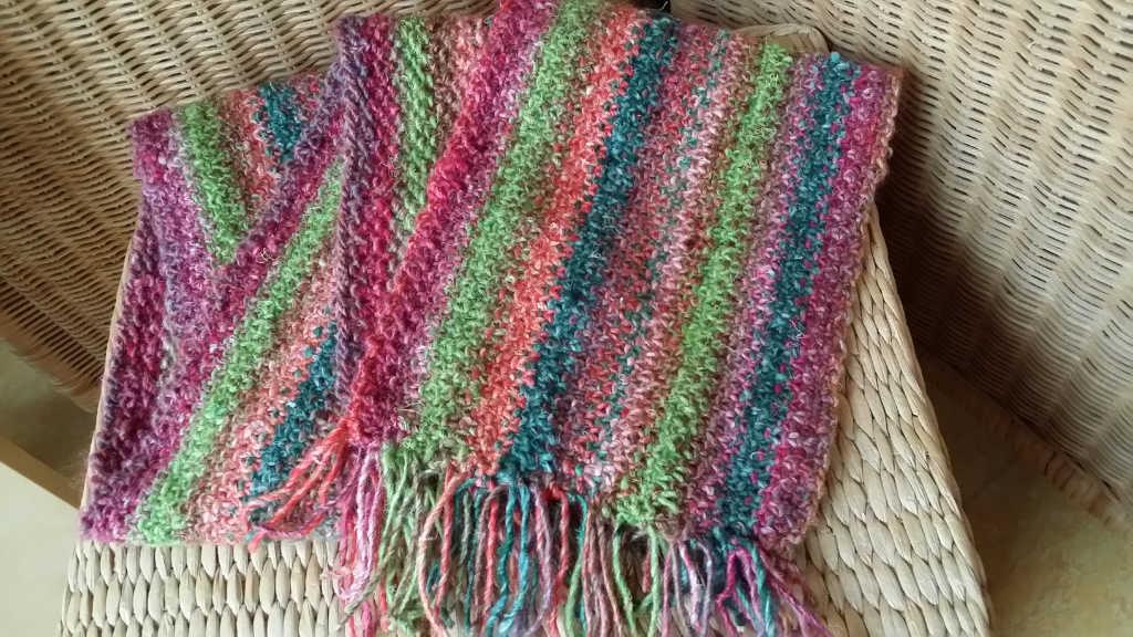 Linen Stitch Schals von Noromaniac aus Noro Silk Garden 265 und Noro Silk Garden Solo 33 und 48. Foto: Katrin Walter