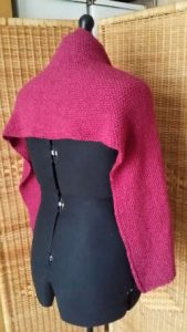 Schulterwärmer aus dem Garn Bremont Alicia in Pink. Bild für den Beitrag Schals 2018. Foto Katrin Walter - Noromaniac