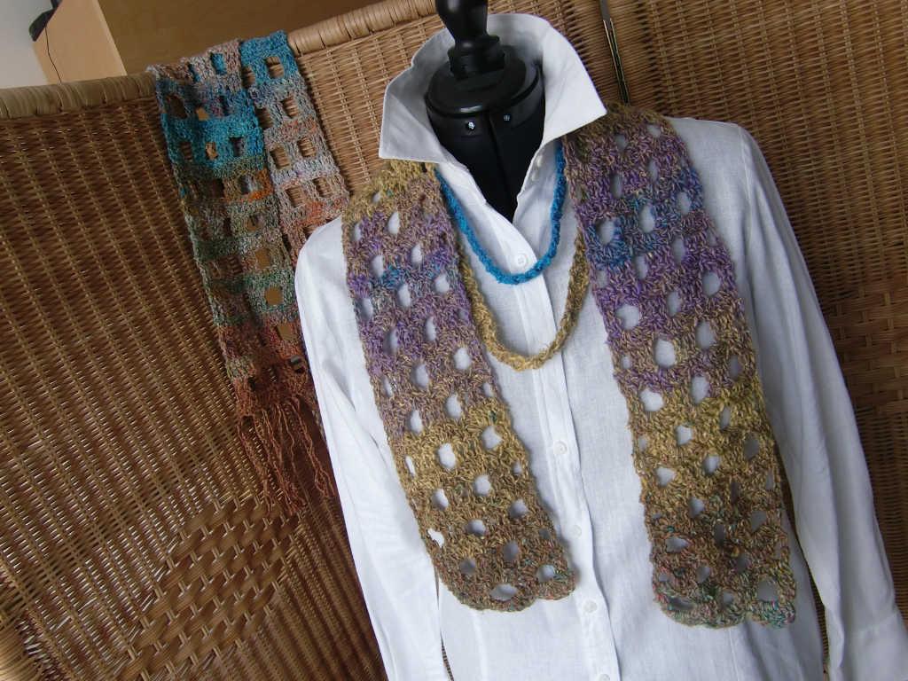 Zwei Ketten und Schal aus dem Garn Noro Silk Garden Lite 2107 gehäkelt. Foto aus Schals 2018 von Katrin Walter - Noromaniac