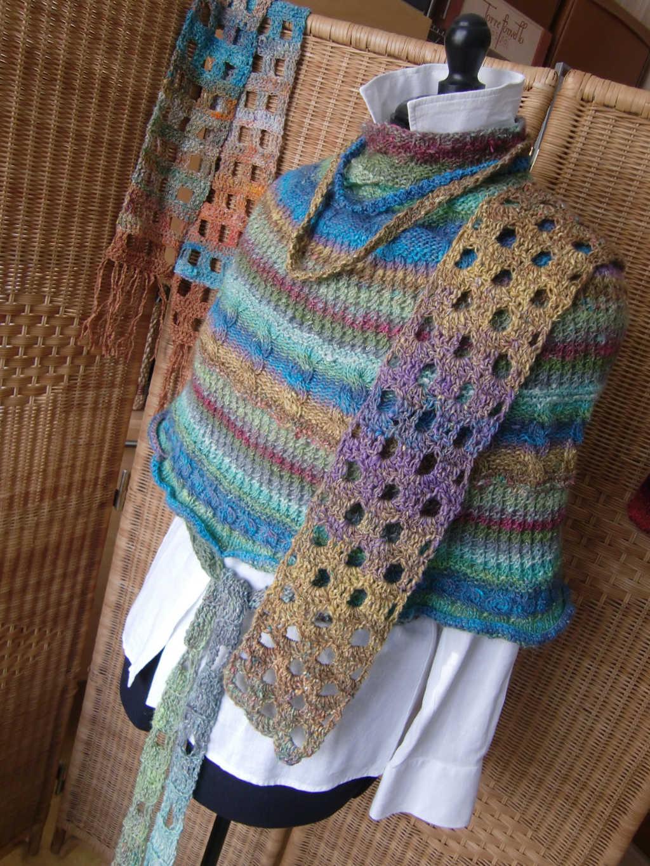 Schal, Poncho, Ketten und Gürtel aus dem Garn Noro Silk Garden Lite 2107. Foto aus Schals 2018 von Katrin Walter - Noromaniac