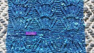 Cappesanta Stola aus Noro Tsuido #1 gestrickt im Muschelmuster. Foto: Katrin Walter – Noromaniac