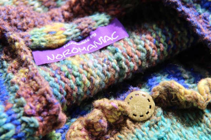 Passende Knopf am Strickmantel Loni Love aus Noro Tsubame #06. Foto, Idee und Design: Katrin Walter – Noromaniac