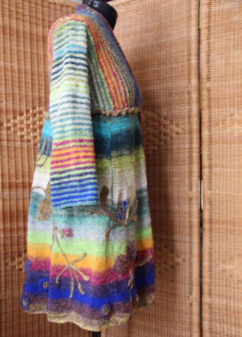 Jelängerjelieber Strickmantel Loni Love aus Noro Tsubame #06 von rechter Seite auf Schneiderpuppe. Foto, Idee und Design: Katrin Walter – Noromaniac