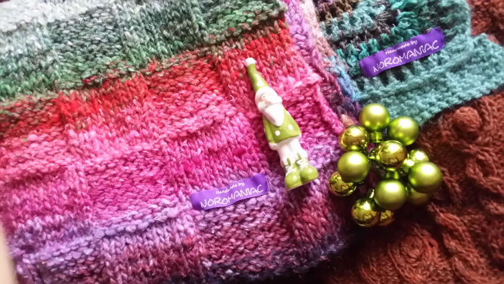 Weihnachtsdeko von Noromaniac. I love. Noroyarn. Update zur Noro Obi 1 und Obi 7. Foto: Katrin Walter