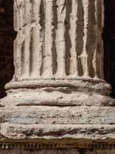 Eine Säule als Illustration für den Artikel zum Columna-Pullis von Noromaniac