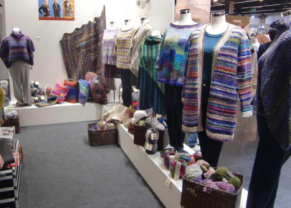 Die Noro-Ecke am Knitting Fever Stand auf der h+h cologne 2019 Foto Katrin Walter, Noromaniac