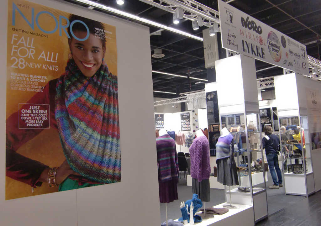 Noro Magazine 13 Cover am Knitting Fever Stand auf der h+h cologne 2019 Foto Katrin Walter, Noromaniac