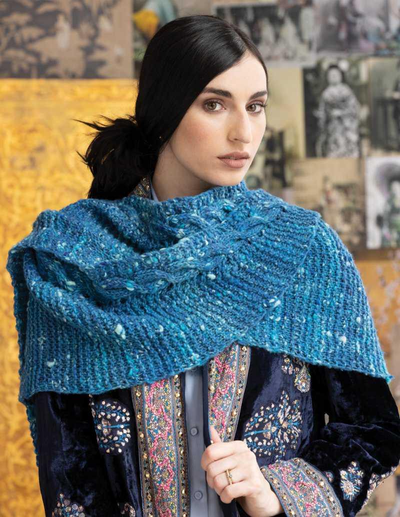 Schal in Türkis-Blau der Wolle Noro Tsuido #1 - Foto: Noro Knitting Magazine - Noromaniac