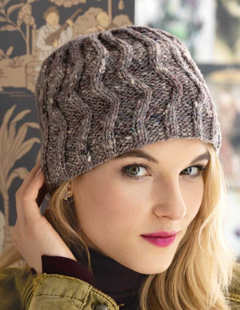 Eine warme Mütze in Natur-Grau aus der Wolle Noro Tsuido #7 - Foto: Noro Knitting Magazine - Noromaniac