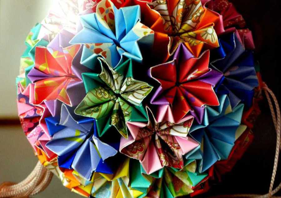 Colorful ball made of many different patterned and colored pieces of paper typical of Japan's folding art. Photo: Pixabay. Illustration for the article by Noromaniac