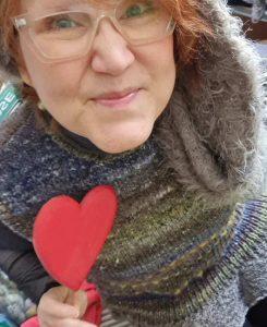 """DIE Frage am Valentinstag """"Do you love me?"""" Miiiich? Oder das tolle Norogarn, das ich trage? Ist die Noro Miyabi #12. Foto: Katrin Walter alias Noromaniac"""